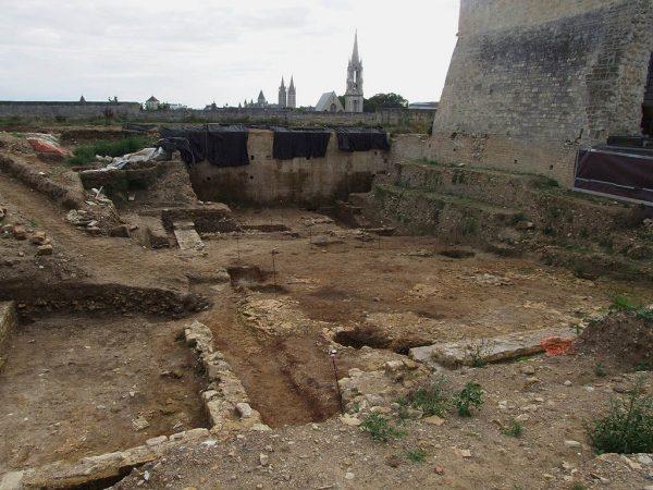 fouilles-chateau-de-caen