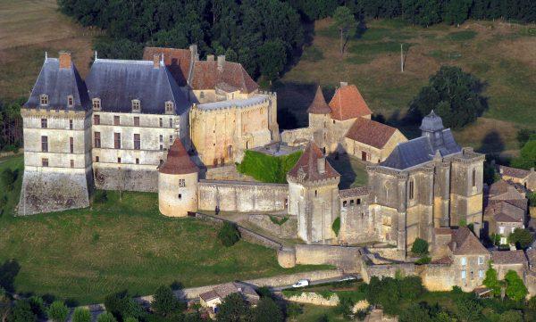 Fig. 1. Vue aérienne du château de Biron