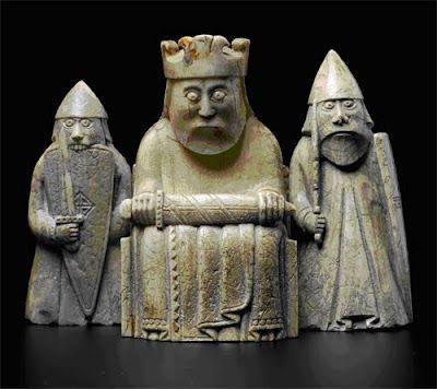 Bateau d'Oseberg, Norvège, ixesiècle Flateyjarbók, Islande, xivesiècle Figurines de Lewis, Hébrides (fabriquées en Norvège?), xiiesiècle