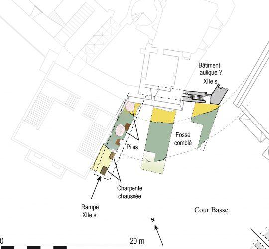 Fig. 1 : Plan des vestiges découverts dans la cour basse du château : le fossé, les supports des rampes et l'angle du bâtiment disparu.