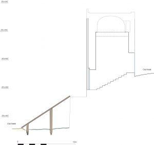 Fig. 2 : Hypothèse de restitution de la rampe desservant la tour à contreforts plats à partir des négatifs de poteaux.